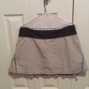 Lululemon ivory & gray stripe skirt sz 8 58203